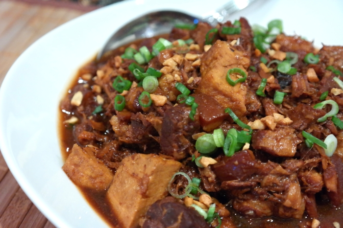 Tau Yew Bak (Braised Caramelised Belly Pork in Soy Sauce)